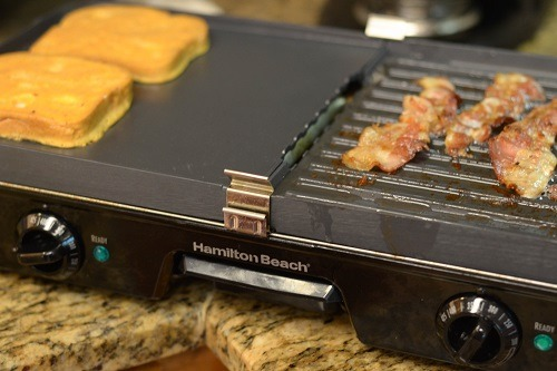 Making French Toast on The Hamilton Beach 38546 3-in-1 Grill/Griddle