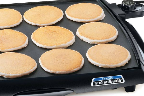 Presto-7046-Tilt-n-Drain-Big-Griddle-Cool-Touch-Electric-Griddle-featured-topelectricgriddles.com