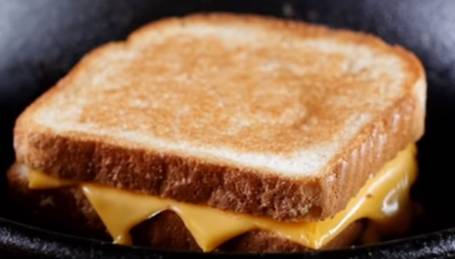 Griddle-Temperature-Grilled-Cheese-Sandwich-topelectricgriddles.com