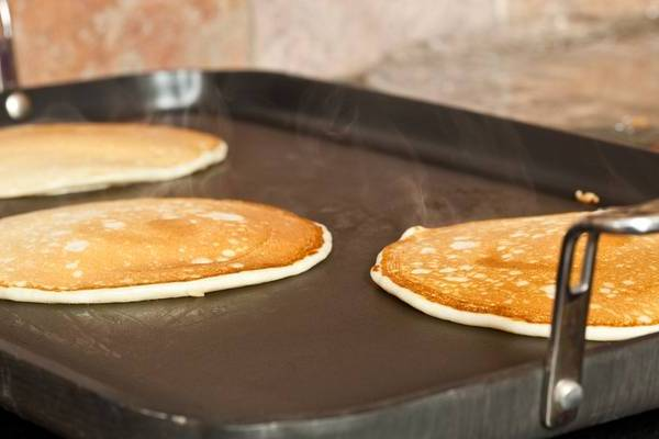 Griddle-Temperature-for-Pancakes-topelectricgriddles.com