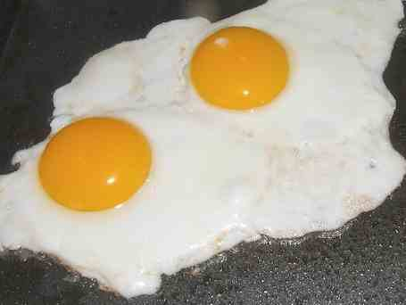 How-do-you-cook-eggs-on-a-griddle