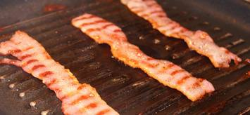 bacon-on-a-griddle topelectricgriddles.com